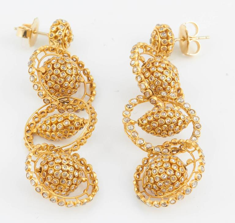 Gold Diamond Mobile Earrings In Excellent Condition For Sale In Fifth Avenue, NY