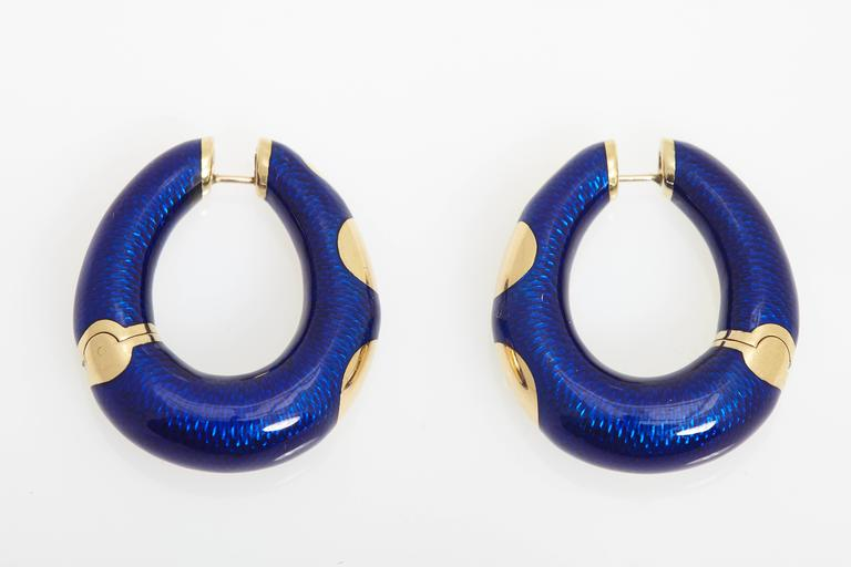 A pair of chic 18kt yellow gold earrings, decorated fine blue enamel. By Bulgari, circa 1975.