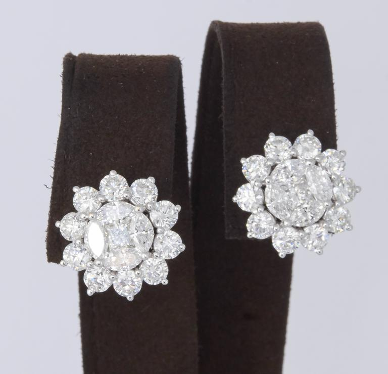 Women's or Men's Unique Diamond Illusion Stud Earrings with Halo Design For Sale