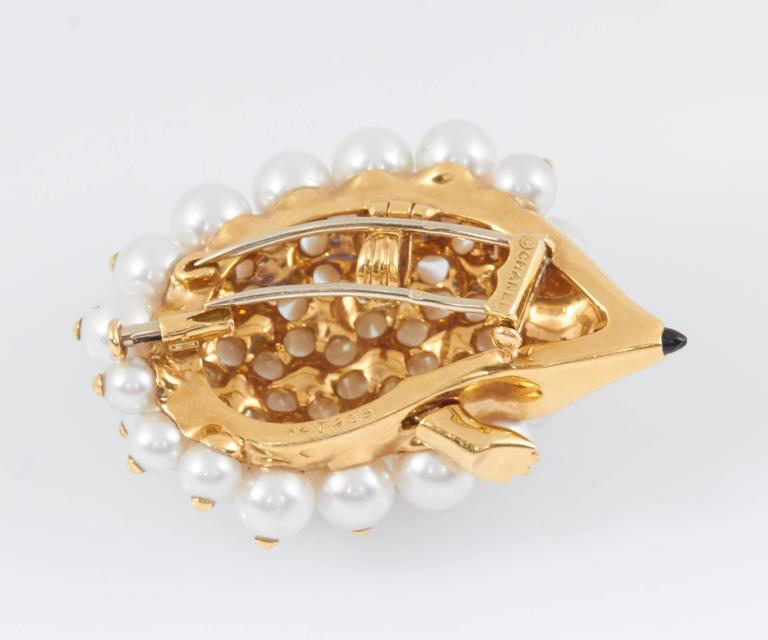 Chanel Pearl Gold Porcupine Pin In Good Condition For Sale In New York, NY