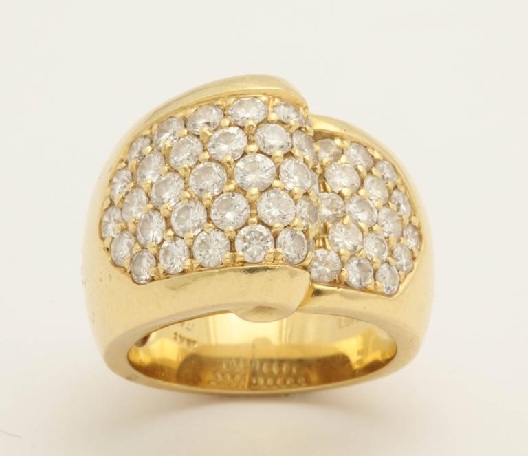 1980s Chic Architectural Diamond Gold Cocktail Ring For Sale 4