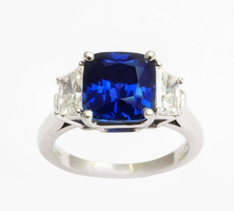 Contemporary Natural Sapphire and Diamond Ring For Sale