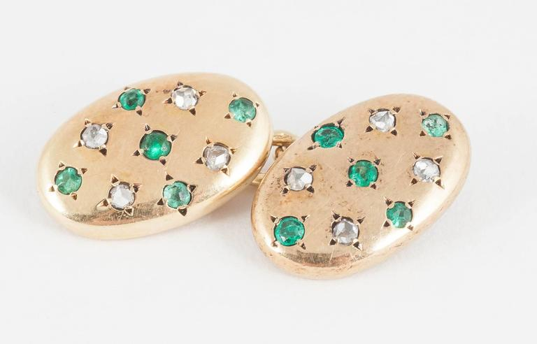 Cufflinks set Emeralds and Diamonds in Rose Gold,French,  circa 1900 In Excellent Condition For Sale In London, GB