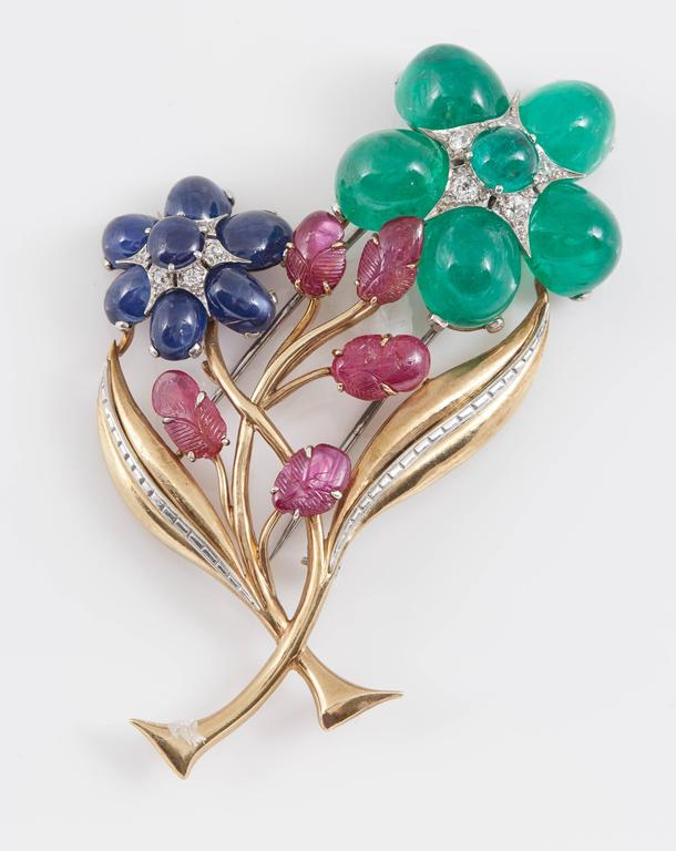 Retro Cabochon Emerald Ruby Sapphire Flower Pin In Good Condition For Sale In New York, NY