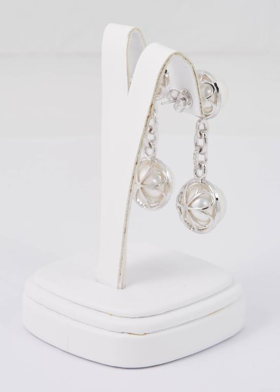 South Sea Pearl and Diamond Dangle Link Earrings In New Condition For Sale In New York, NY