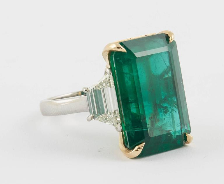 GIA Certified 18.83 Green Emerald and Diamond Ring In New Condition For Sale In New York, NY