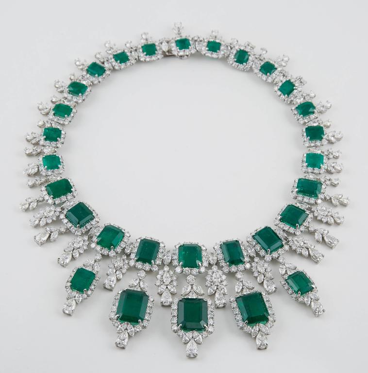 Important Emerald and Diamond Drop Necklace For Sale 2