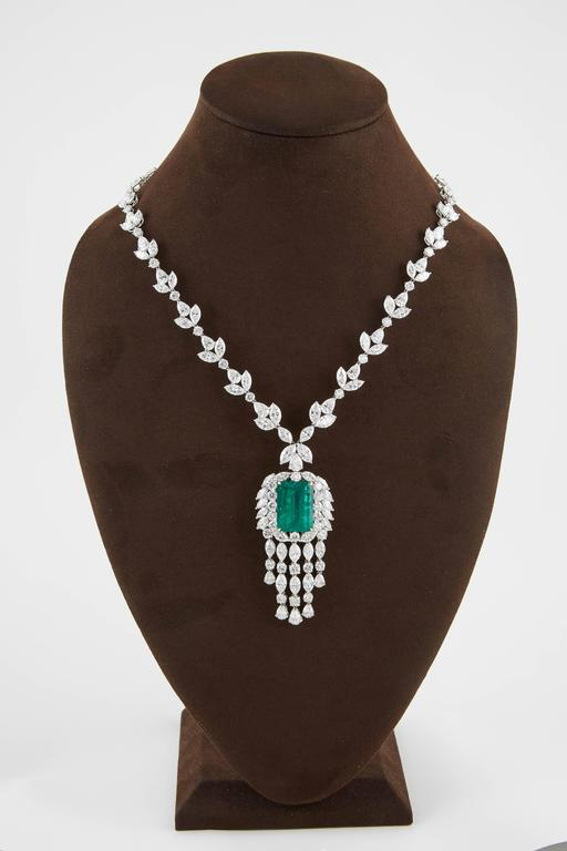 Women's Important GIA Colombian Emerald and Diamond Necklace For Sale