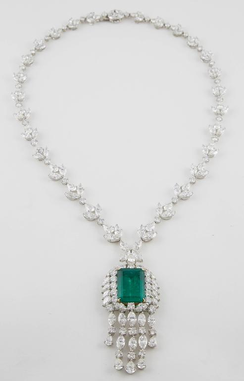 Important GIA Colombian Emerald and Diamond Necklace For Sale 2
