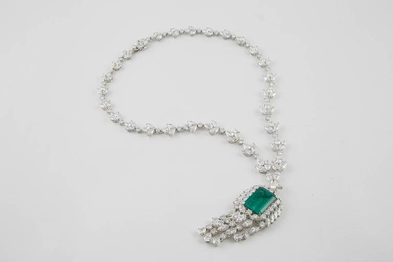 Important GIA Colombian Emerald and Diamond Necklace For Sale 3