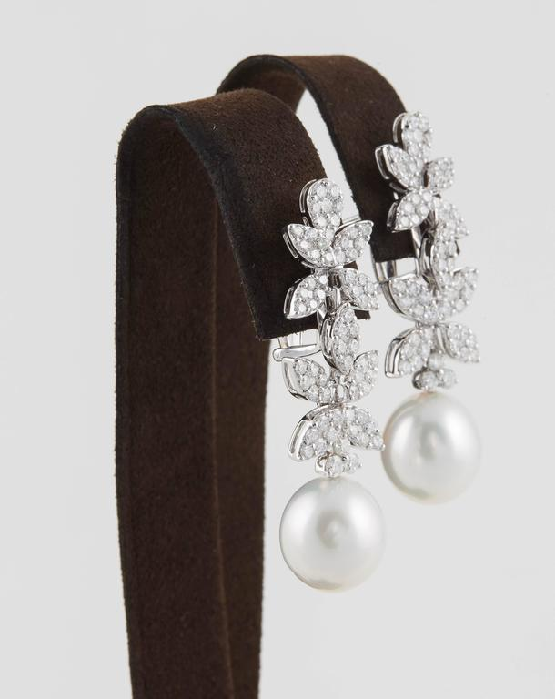 Classic Diamond Pearl White Gold Drop Earrings In New Condition For Sale In New York, NY
