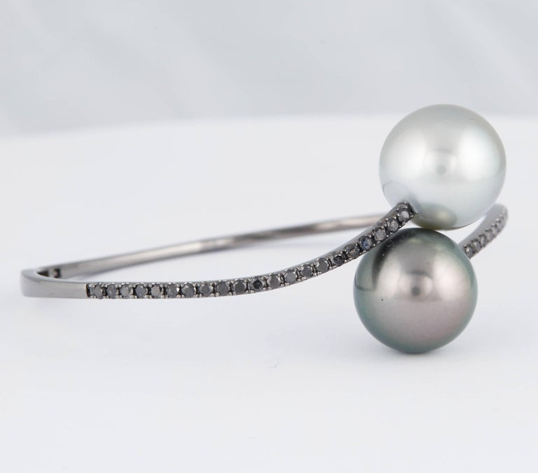 Tahitian Pearl Black Diamond Bangle Bracelet 1 Carat 18K White Gold In New Condition For Sale In New York, NY
