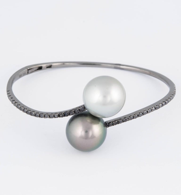 Tahitian Pearl Black Diamond Bangle Bracelet 1 Carat 18K White Gold For Sale 2