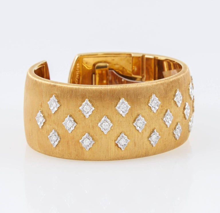 Mario Buccellati Diamond Gold Cuff Bracelet In Excellent Condition For Sale In New York, NY