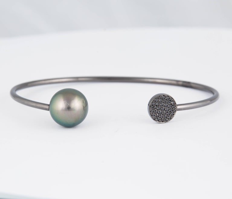 Round Cut Black and White Diamond Tahitian Pearl Bangle 0.14 Carats 18K White Gold 11-12MM For Sale