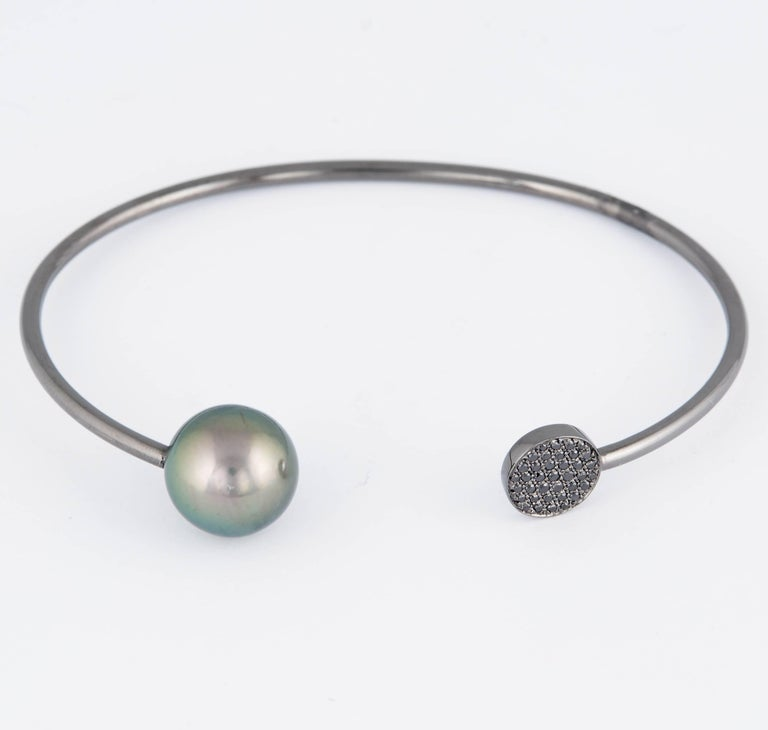 Black and White Diamond Tahitian Pearl Bangle 0.14 Carats 18K White Gold 11-12MM For Sale 1