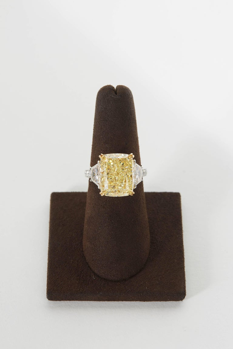 10 carat Fancy Yellow GIA Diamond Ring In New Condition For Sale In New York, NY