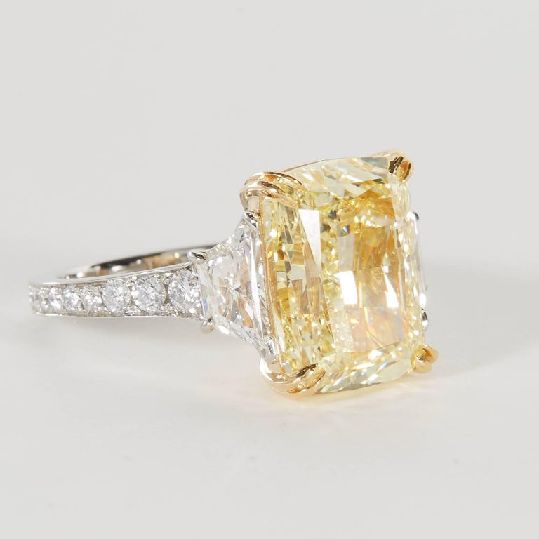 Women's or Men's 10 carat Fancy Yellow GIA Diamond Ring For Sale