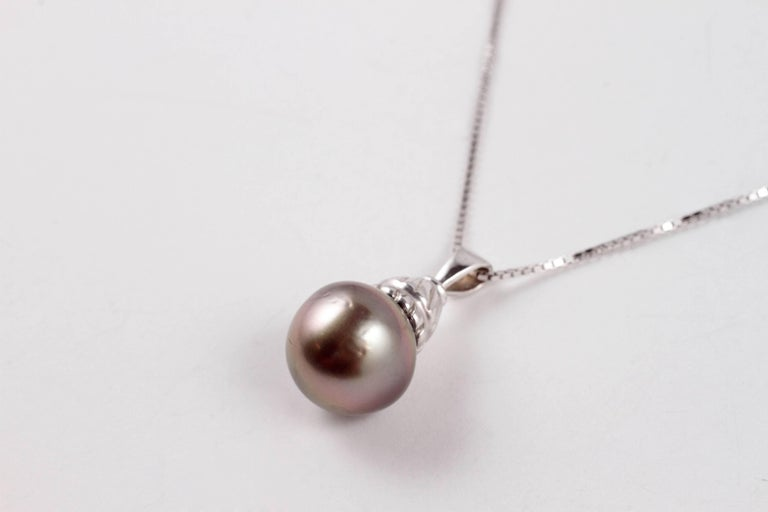 Natural Color Tahitian Cultured Pearl White Gold Necklace In Good Condition For Sale In Dallas, TX