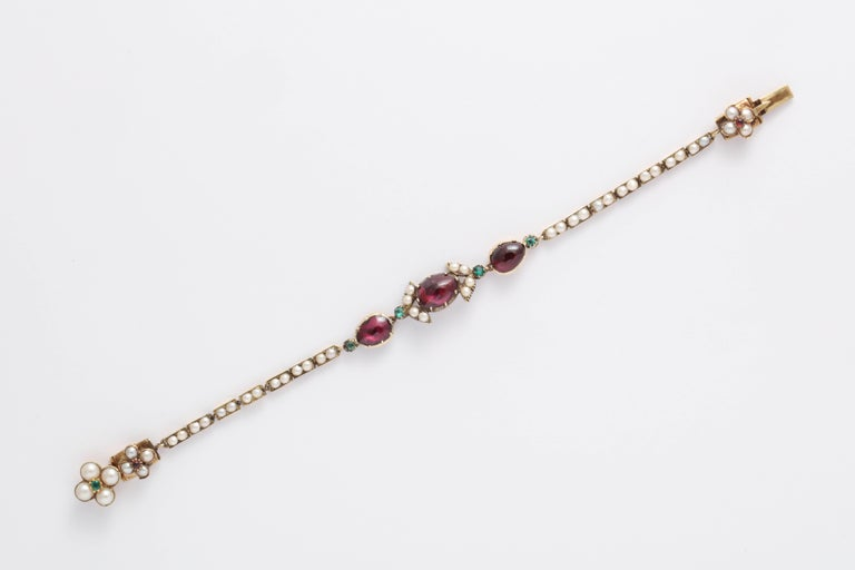 Victorian Hunt and Roskell Garnet Emerald Seed Pearl Bracelet Original Box In Excellent Condition For Sale In Brooklyn, NY