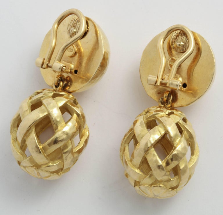 Italian Hammered Top and Lattice Drop Earrings In Excellent Condition For Sale In New York, NY