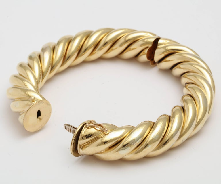 Birks Canada Hinged Heavy Gold Rope Bangle In Excellent Condition For Sale In New York, NY
