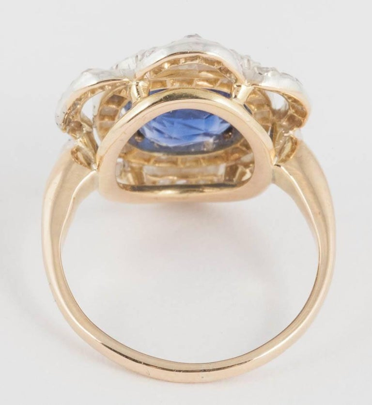 Natural Ceylon Sapphire and Diamond Ring In Excellent Condition For Sale In London, GB