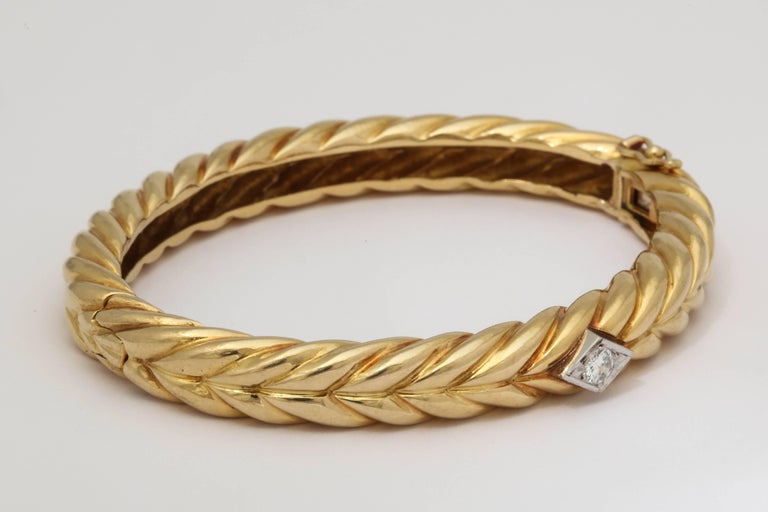 Women's 1970s Cartier Textured Ridged Gold Diamond Hinged Bangle Bracelet For Sale