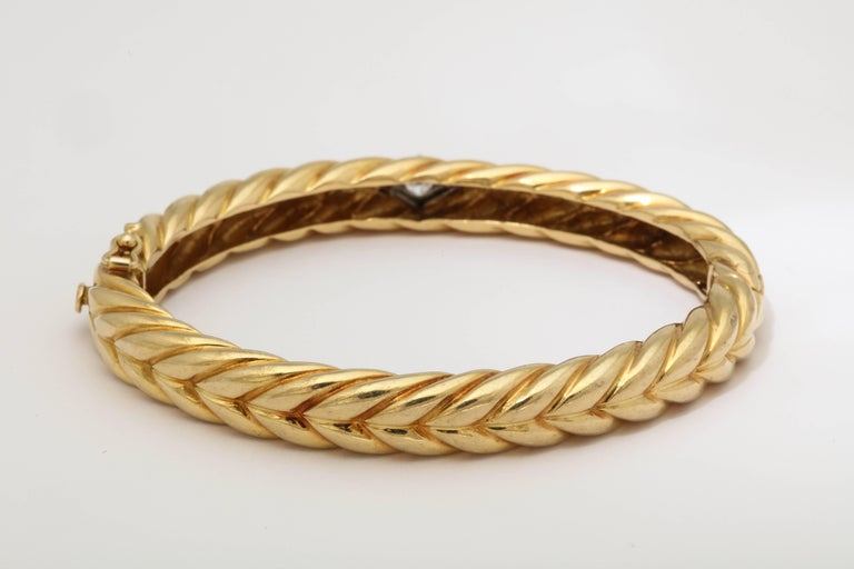 1970s Cartier Textured Ridged Gold Diamond Hinged Bangle Bracelet For Sale 1