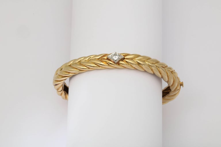 1970s Cartier Textured Ridged Gold Diamond Hinged Bangle Bracelet For Sale 4