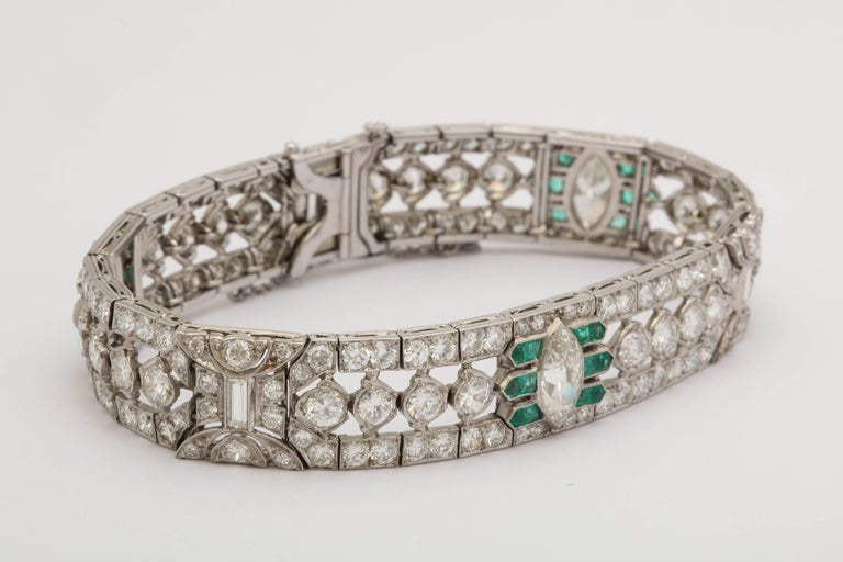 Important Art Deco Flexible Diamond with Emerald Accent Dressy Platinum Bracelet In Good Condition For Sale In New York, NY