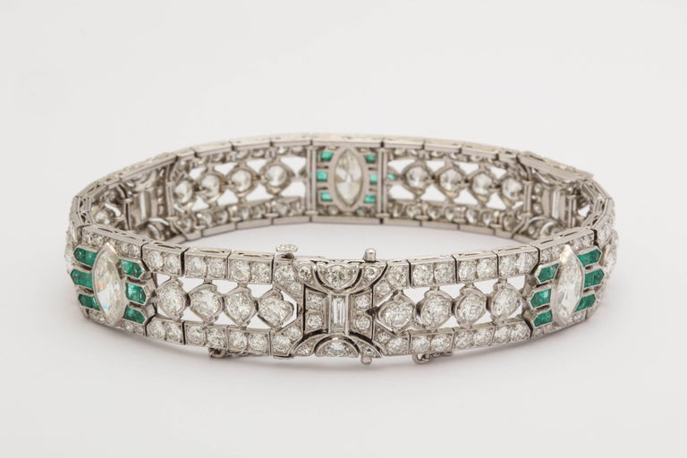 Women's Important Art Deco Flexible Diamond with Emerald Accent Dressy Platinum Bracelet For Sale