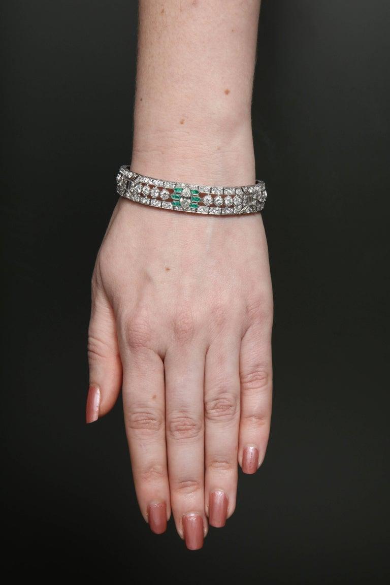 Important Art Deco Flexible Diamond with Emerald Accent Dressy Platinum Bracelet For Sale 4