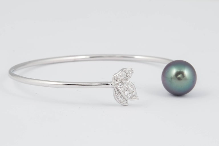 Round Cut Tahitian Pearl Diamond Leaf Shape Bangle Bracelet 0.22 Carats 18K White Gold  For Sale
