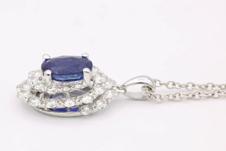 18K white Gold Oval Sapphire 0.89 Carats 7 x 5 mm 28 Round Diamonds 0.69 Carats