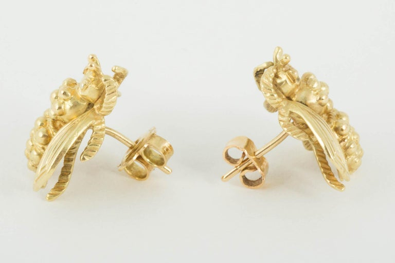 These modern Bee earrings are set in 18ct Gold and have a post and butterfly fitting