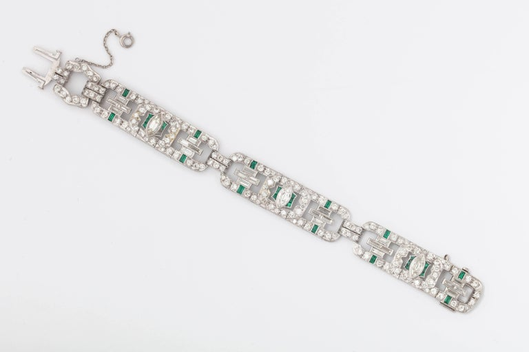 Art Deco 1920s Flexible Emerald with Diamonds Platinum Open Link Bracelet In Good Condition For Sale In New York, NY
