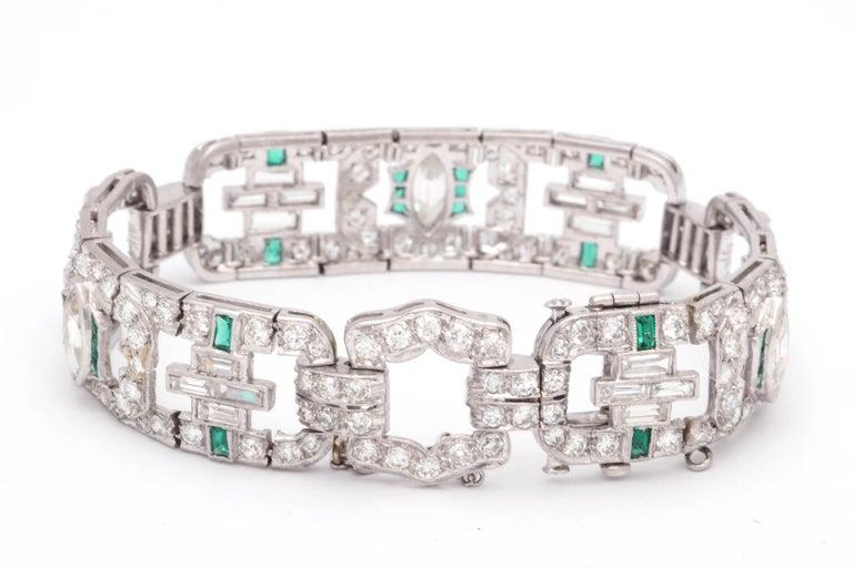 Art Deco 1920s Flexible Emerald with Diamonds Platinum Open Link Bracelet For Sale 2