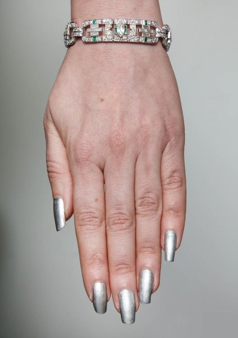 Art Deco 1920s Flexible Emerald with Diamonds Platinum Open Link Bracelet For Sale 3