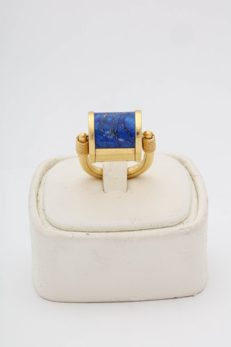1980s Cellini Padlock Design Reversible Lapis Lazuli and Gold Rolltop Ring In Good Condition For Sale In New York, NY
