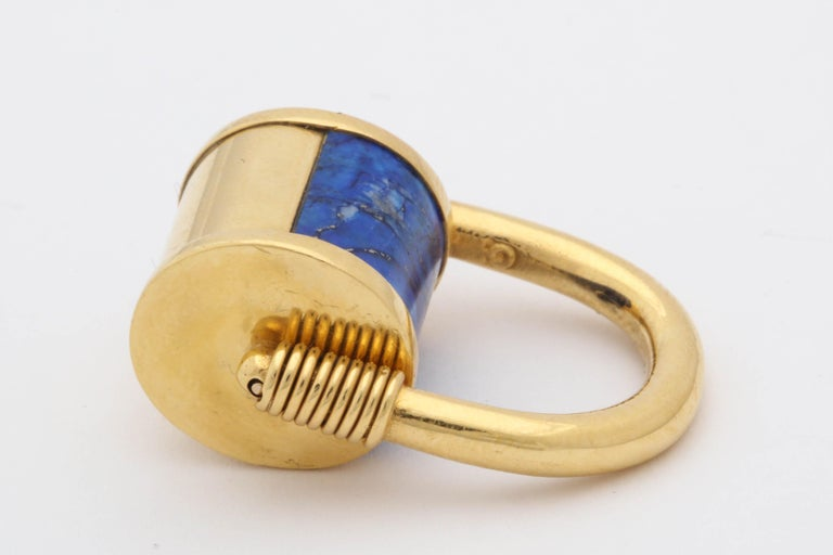 1980s Cellini Padlock Design Reversible Lapis Lazuli and Gold Rolltop Ring For Sale 4