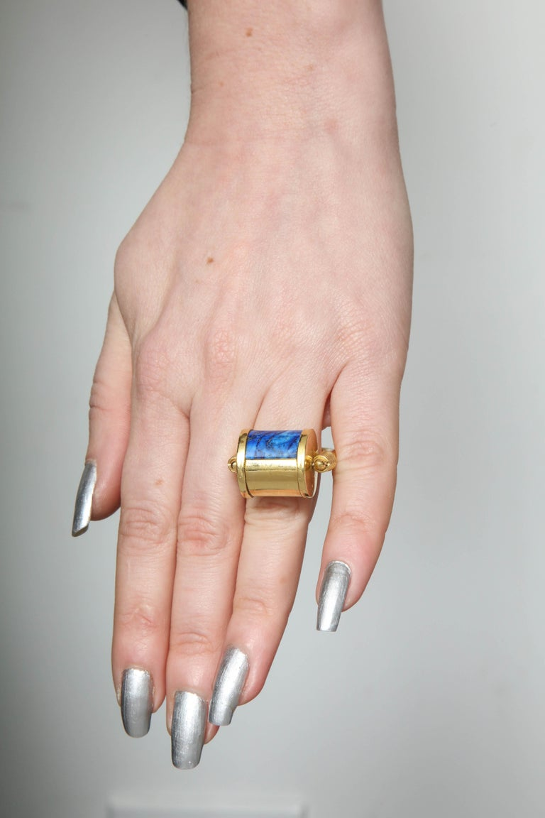 1980s Cellini Padlock Design Reversible Lapis Lazuli and Gold Rolltop Ring For Sale 12