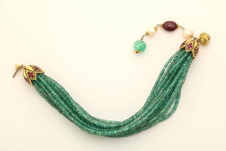 Women's Unique Emerald Bead Bracelet For Sale