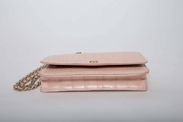 Chanel Wallet on a Chain in Blush Pink Alligator In New never worn Condition For Sale In Westhampton Beach, NY