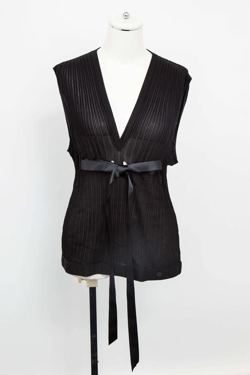 Chanel Black Sleeveless Knit Top with Bow For Sale 1