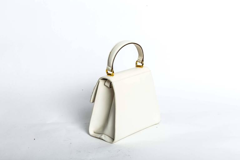 Women's Ferragamo Vintage Vara Bow Two Way Bag in White Leather For Sale