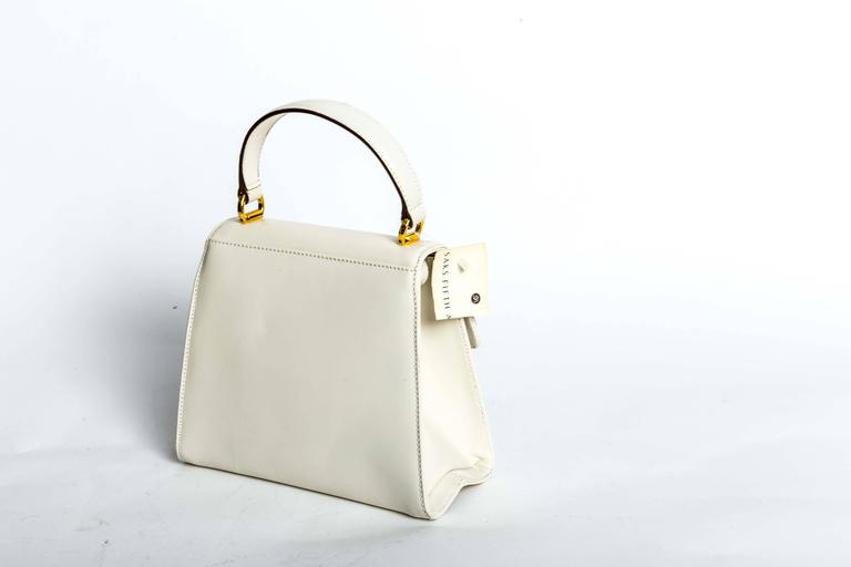 Ferragamo Vintage Vara Bow Two Way Bag in White Leather For Sale 2