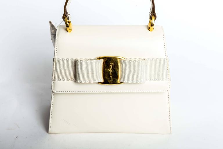 Ferragamo Vintage Vara Bow Two Way Bag in White Leather For Sale 4