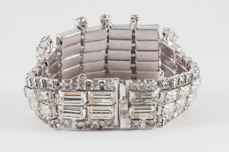 Wonderfully architectural rhodium plated rhinestone cocktail bracelet, 1950s  In Good Condition For Sale In London, GB