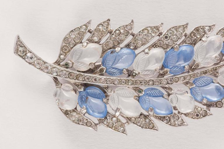 Trifari fruit salad 'leaf' brooch, 1940s In Excellent Condition For Sale In London, GB